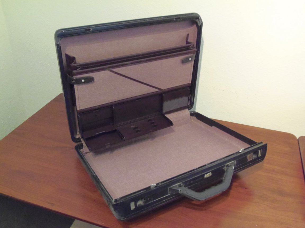 Briefcase - Image 1 (open)