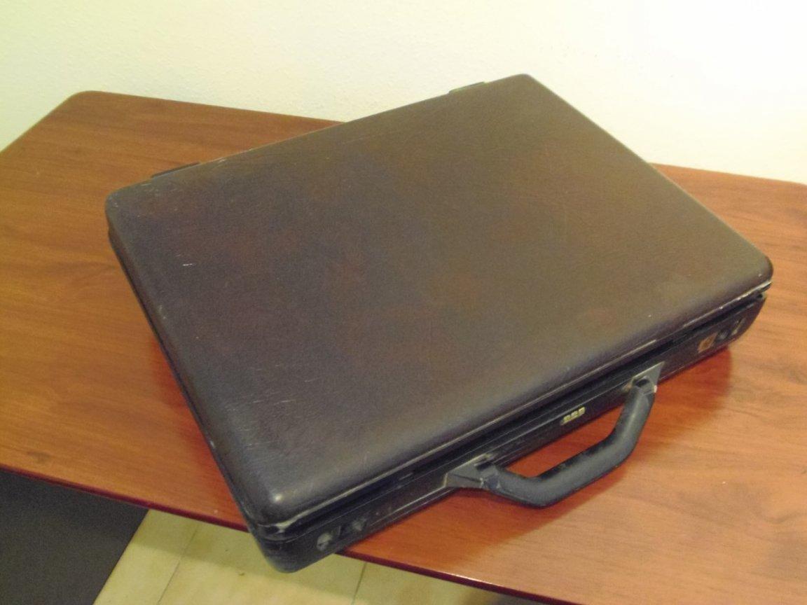 Briefcase - Image 2 (closed)